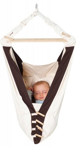 In der AMAZONAS Babyhängematte Kangoo schlummert dein Baby entspannt und geschützt vor der Außenwelt.